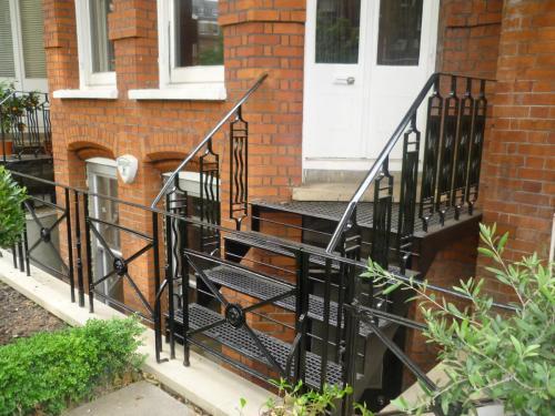 Cast iron staircase installation at Kinghtsbridge