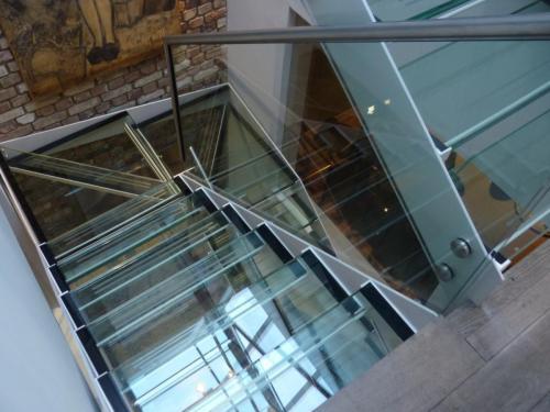 Ennismore Gardens - Glass staircase installation
